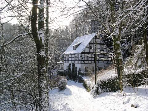 Haus im Wiesengrund